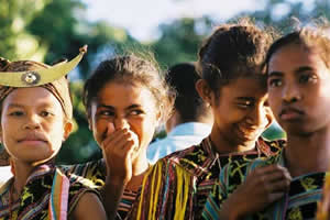 Enfants en cérémonie, photo Christine Cabasset / Carlos Semedo